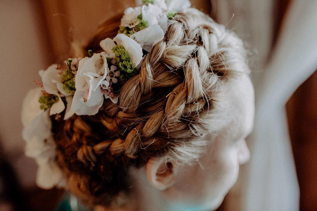 heiraten-auf der angerer-alm-tirol-frisur-braut-melpomeni-photograhy