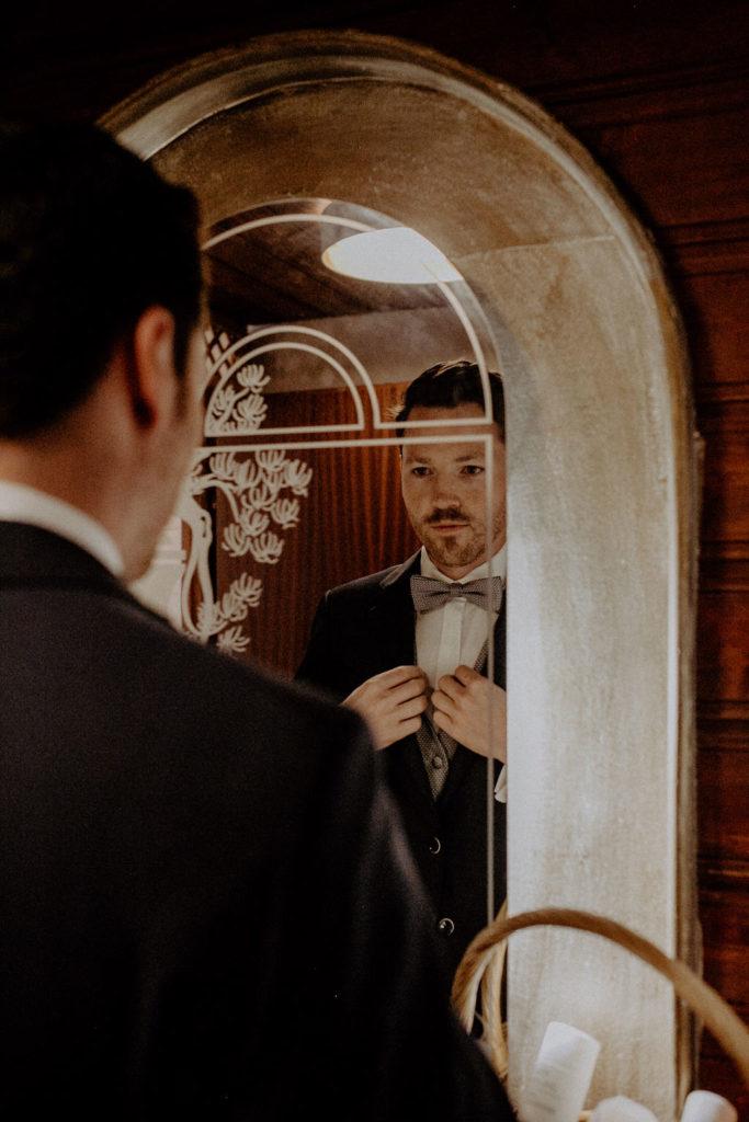 heiraten-auf der angerer-alm-tirol-get-ready-bräutigam-melpomeni-photograhy