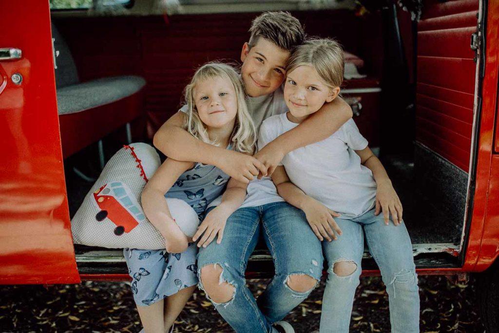 kindergarten-und-familien-fotos-im-vw-bulli-muenchen-bayern-melpomeni-photography