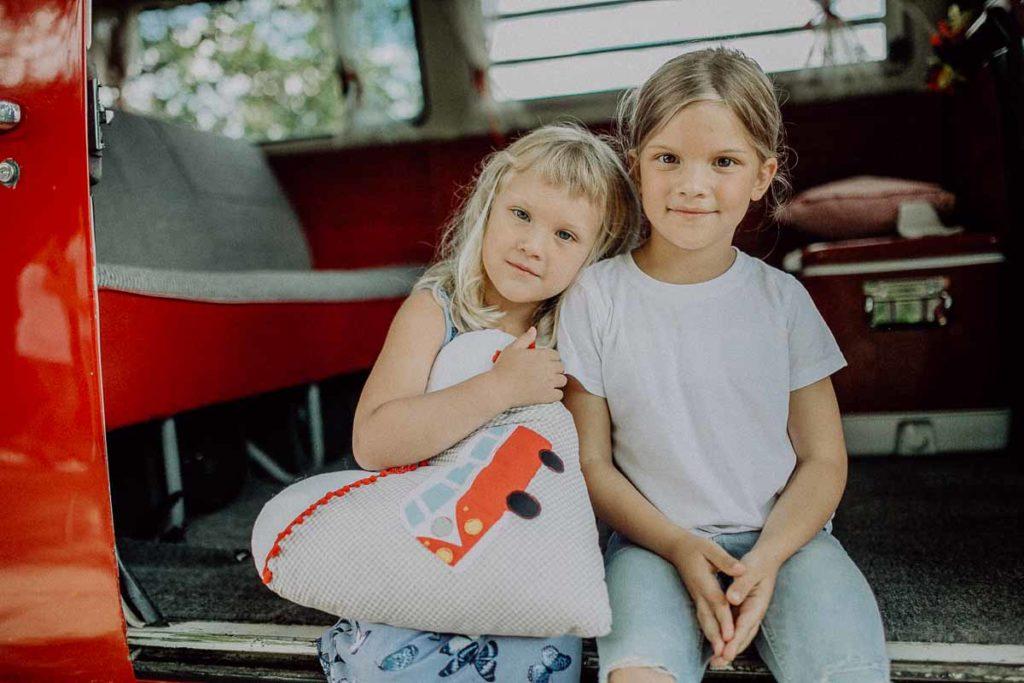 kindergarten-und-familien-fotos-im-vw-bulli-rosi-muenchen-bad-toelz-bayern-melpomeni-photography