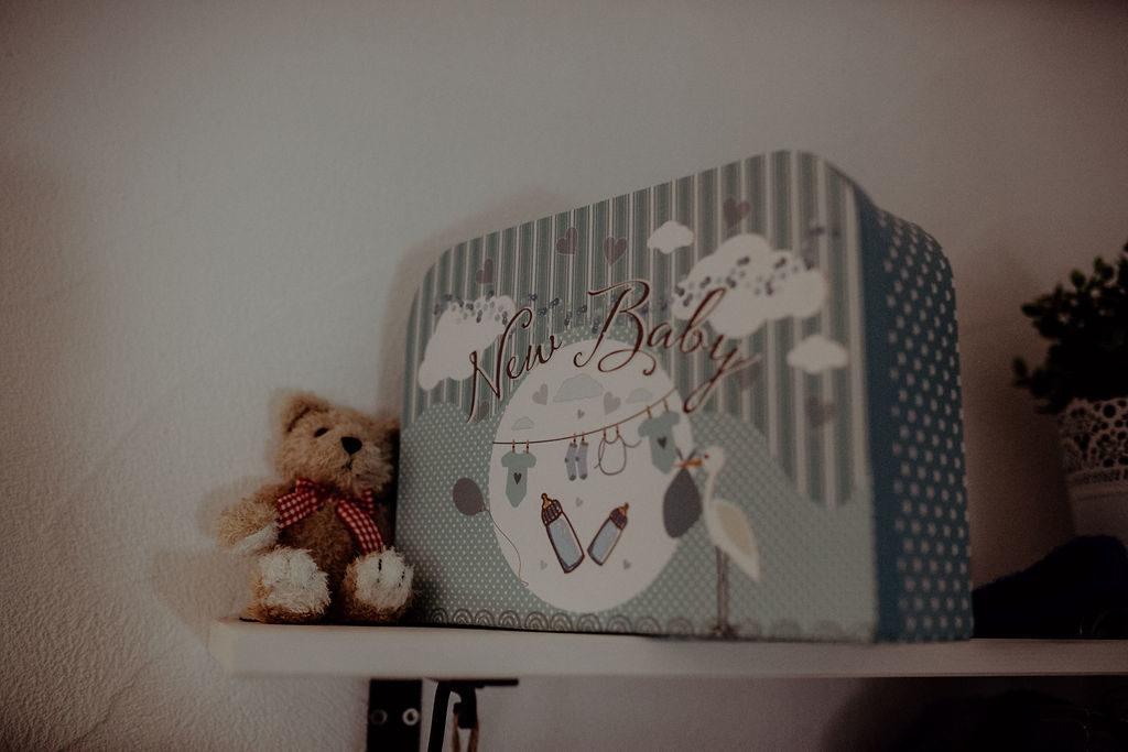 babyfotos-newborn-homeshooting-accessoires-muenchen-bad-toelz-garmisch-partenkrichen-melpomeni-photography